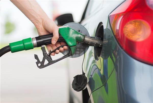 官宣!今日油价不调 国内这地最便宜