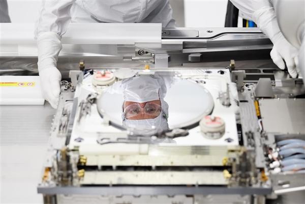ASML公布最新一代EUV光刻机3600D:生产效率增加18%