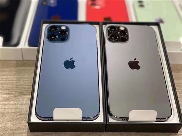 苹果iPhone 12/12 Pro全家福真机曝光:颜值感受下