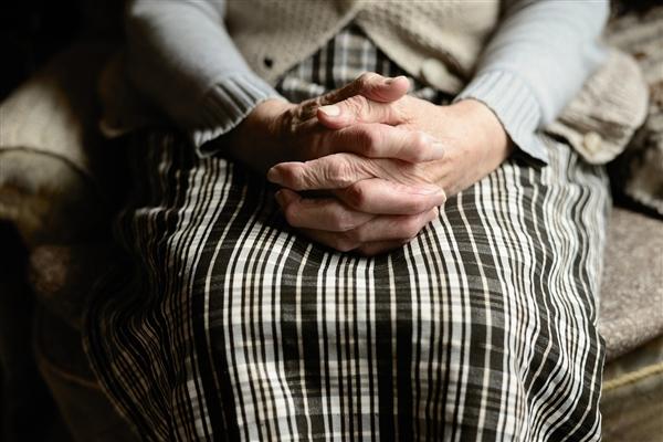 世界第二长寿老人制服新冠:甚至异国认识到感染了病毒
