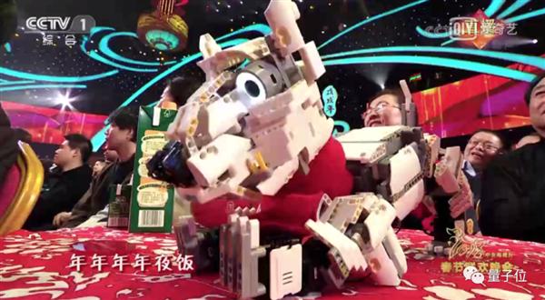 陪王冰冰拜年、给王一博伴舞:央视春晚机器牛走红!