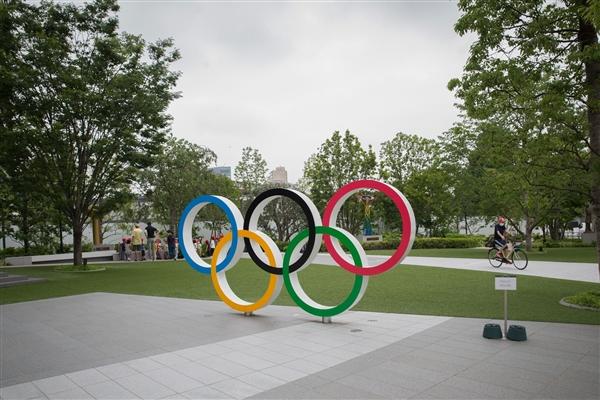 东京奥运会圣火传递开始:石原里美点燃奥运圣火盆