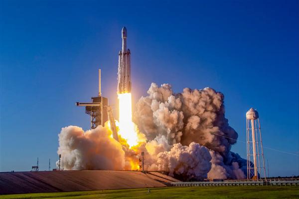 赢了!马斯克击败两大强敌 Space X独揽NASA登月189亿元登月大单
