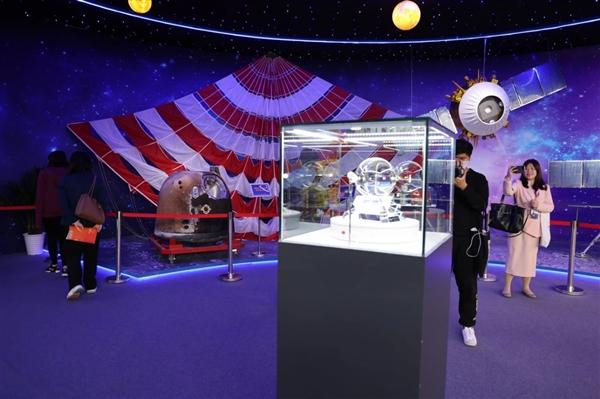 嫦娥五号月球样品第一次走出北京:显微镜下的神奇世界