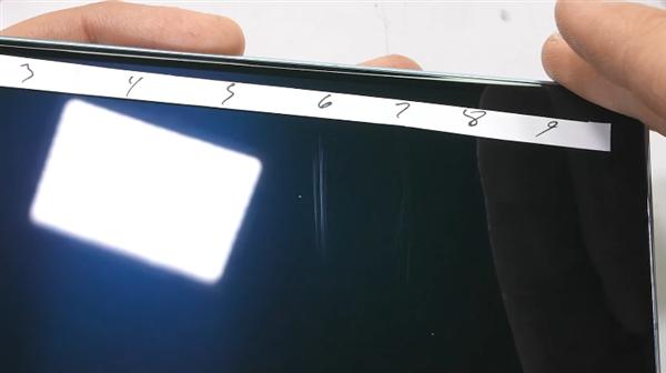 华为Mate X2暴力虐机测试:这块折叠屏居然掰不弯
