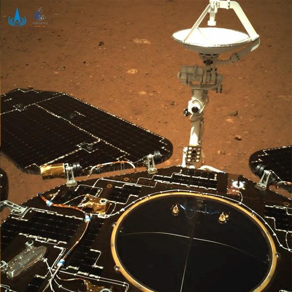 """历史性的一步!中国""""祝融号""""火星车成功驶上火星表面"""