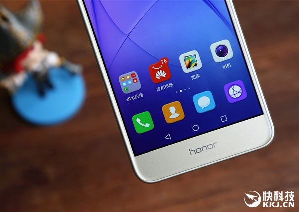 手机平板 智能手机 > 1099元华为荣耀8青春版开箱:美背销魂  系统方面