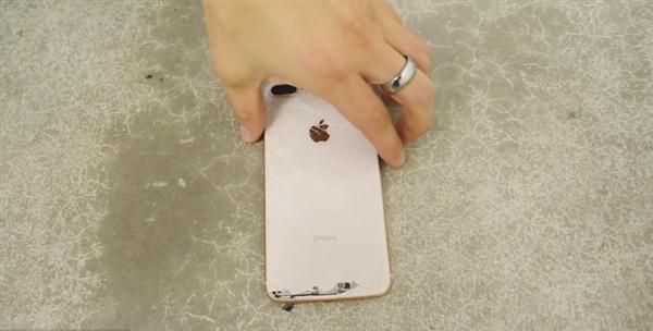 最大硬傷!iPhone 8跌落測試:不戴套讓你直接哭暈