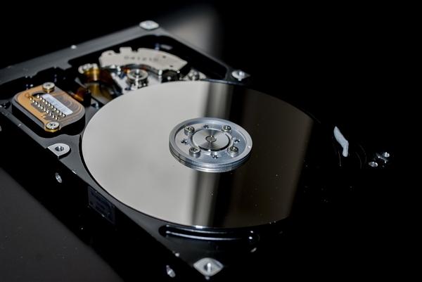 機械硬盤5年故障率報告:希捷4TB這質量不忍直視
