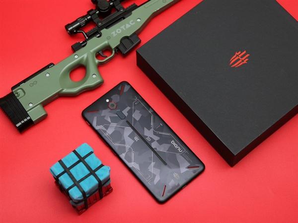 努比亚红魔游戏手机开箱:迷彩机身 2999元