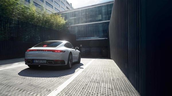 四驱入门版!保时捷911 Carrera 4系列官图发布