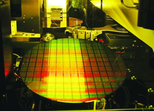 Intel 7nm EUV提速:8月已开始订购材料及设备