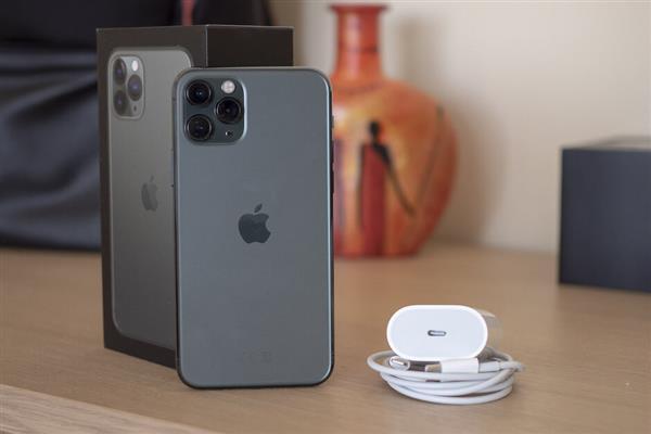 18W速度如何?iPhone 11 Pro快充实测:30分钟充电50%