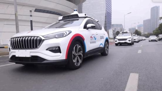 百度首批自动驾驶出租车队试运营 稳如老司机