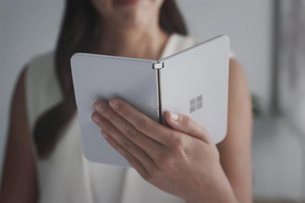 微软公布折叠屏手机Surface Duo:传言成真 体验如何?