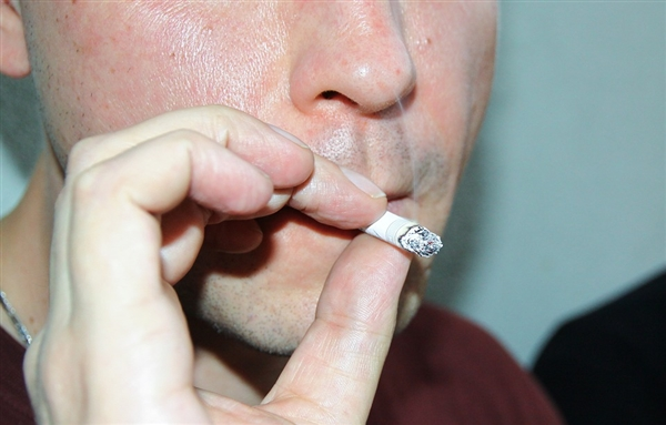吸烟极大增加手术后出现并发症的风险