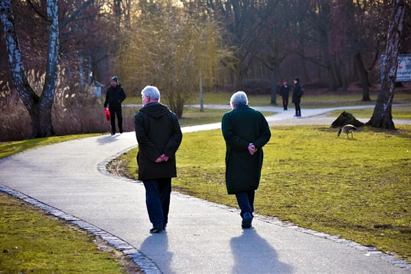 为什么人会越老越矮?运动或带来巨大益处