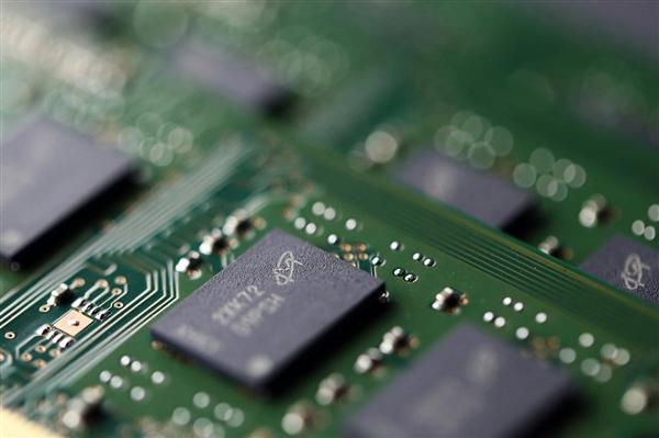 DRAM合约价9个月来首跌:内存新一轮降价来袭