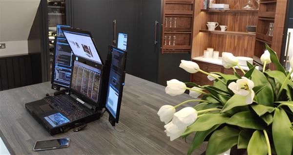 全球第一款7块屏幕的笔记本诞生:桌面旗舰锐龙9、酷睿i9