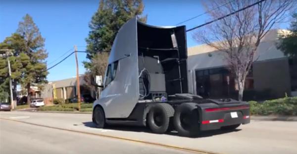特斯拉Semi卡车配备500kWh电池:下半年投产