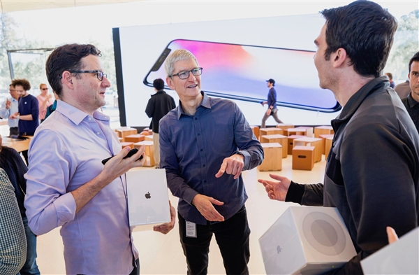 Apple CEO Cook's day: Get up at 4 o'clock and go to bed at 21 o'clock without iPhone and coffee