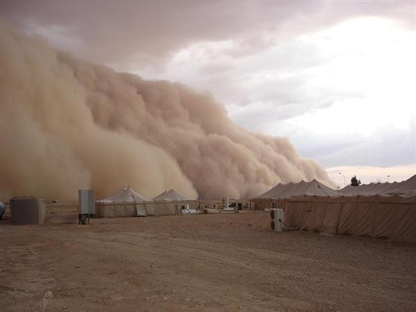 内蒙古沙尘暴来了!风沙夹杂雨雪 大风降温
