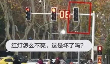 新版红绿灯标准大变化:取消黄灯读秒 很多司机被扣6分