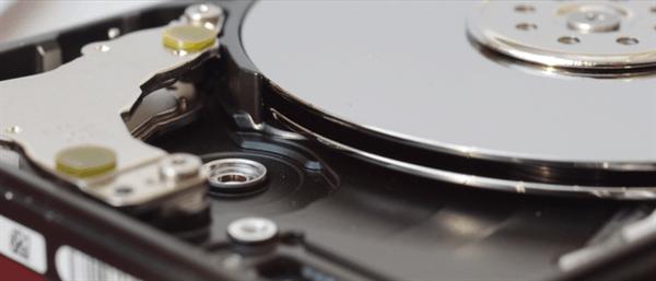 为啥一震就坏?机械硬盘的构造原理是什么?