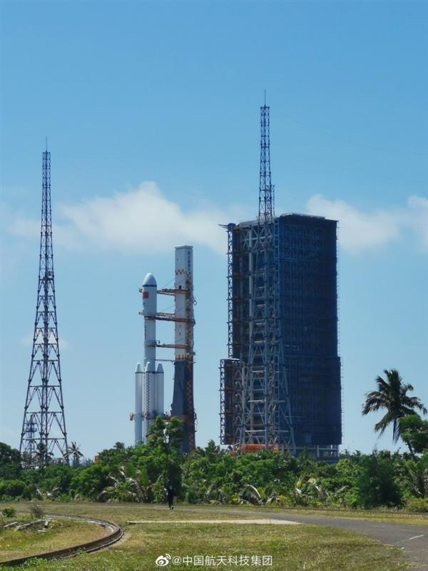 中国航天喜事连连 空间站第二发来了:天舟二号货运飞船已到发射区