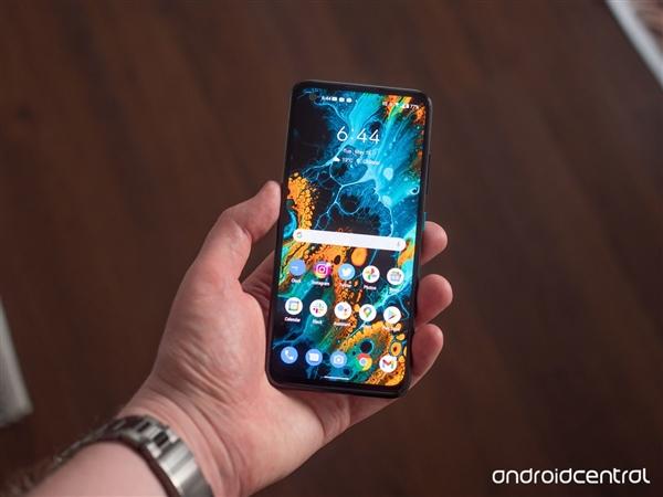 老外点评华硕ZenFone 8:安卓版iPhone 12 mini 非常棒