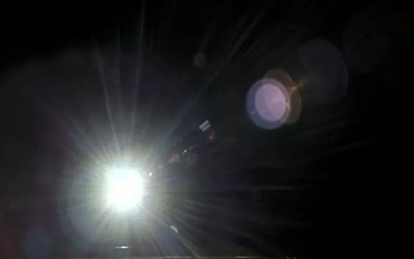 150万公里之外 嫦娥五号拍了一张绝妙的地球/月球合影