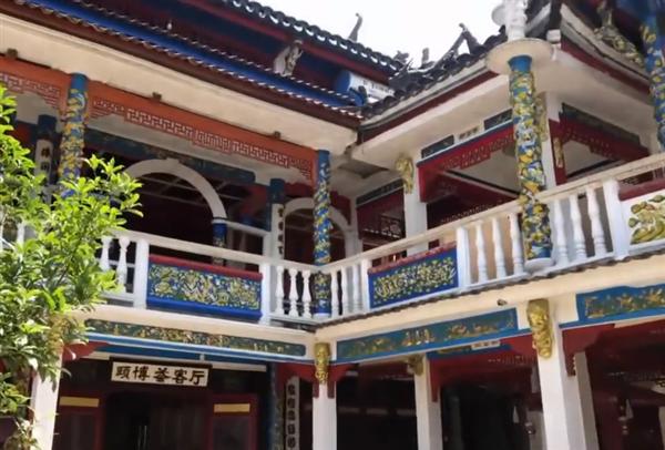 老人花21年将危房改成龙宫:院内雕200多条龙