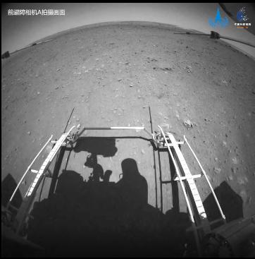 """实拍!""""祝融号""""火星车驶离着陆平台影像"""