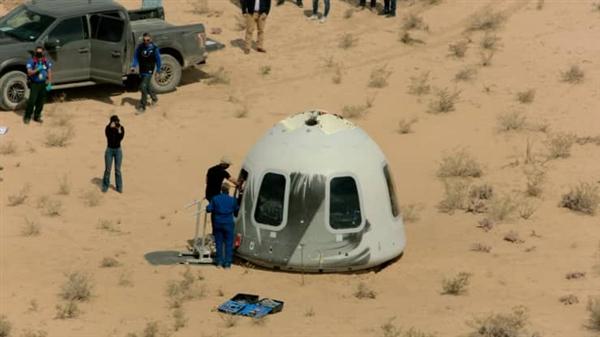 全球首富贝索斯以身犯险:将和弟弟一道在7月份进行太空旅行