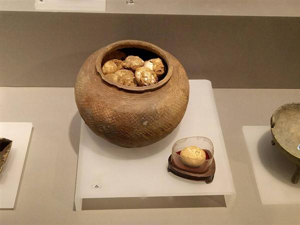 以色列考古学家发现一枚千年鸡蛋:外形与新蛋几乎无异