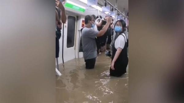 心有余悸!郑州地铁被困者讲述惊魂120分钟
