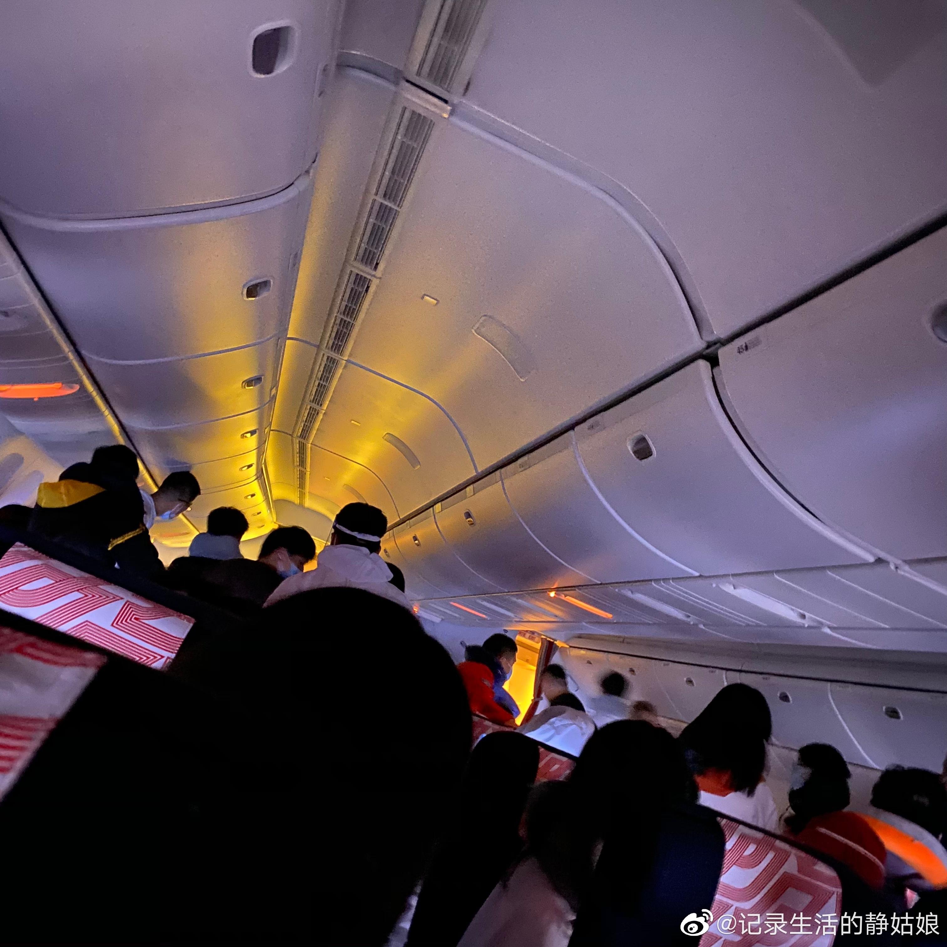 法航一班机客舱起火后返回北京首都机场:一声巨响、火光冲天
